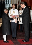 H.E. Mr.Thorir Ibsen presents his credentials to the President of India