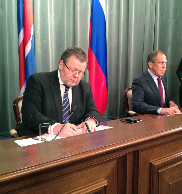 Foreign Minister Össur Skarphéðinsson with his Russian counterpart, Sergei Lavrov, in Moscow
